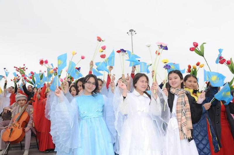 Сотни человек собрал танцевальный флешмоб в Талдыкоргане