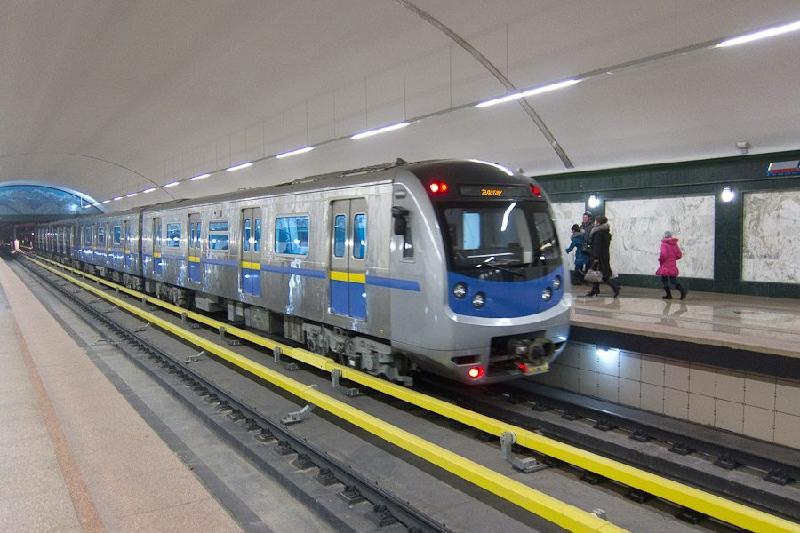 Поезд в метро врезался в тупик в Алматы