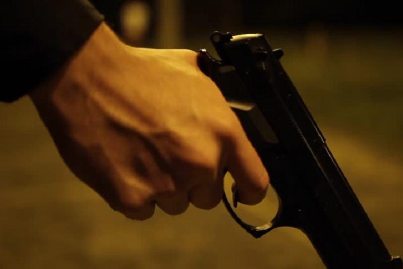 Мужчина с пистолетом ограбил магазин в Кокшетау