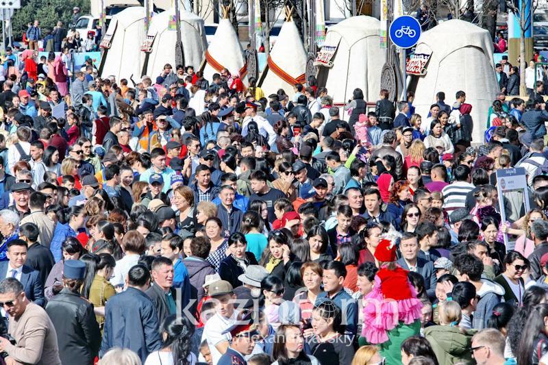 Жаңа рекорд: Алматыда ең үлкен кесе шай тіркелді