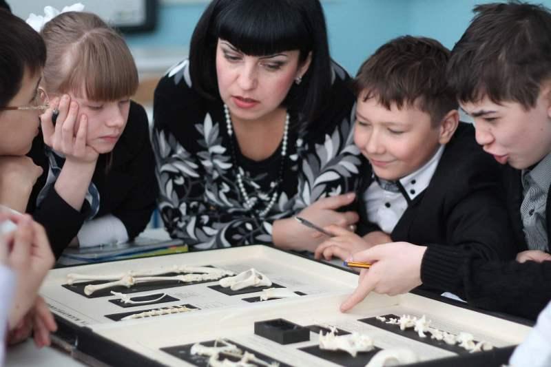 Учитель биологии из Степногорска стал бренд-послом английского в Казахстане