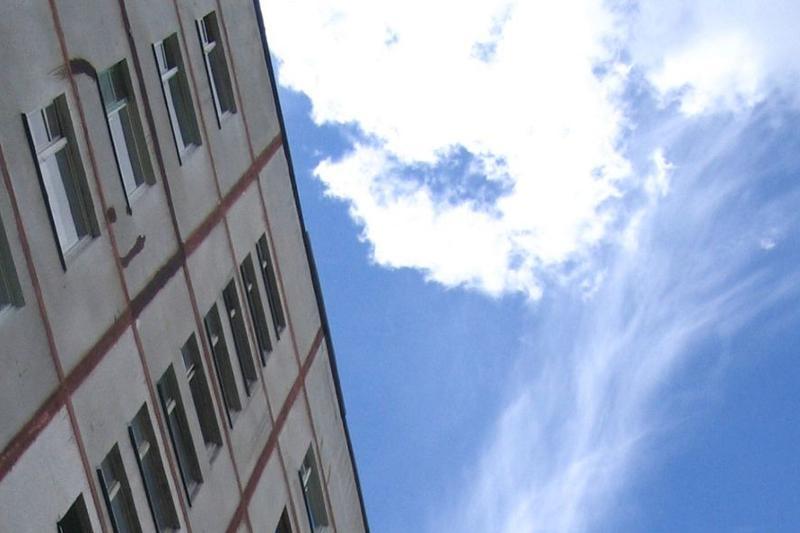 Мужчина пытался спрыгнуть с пятого этажа в Кокшетау