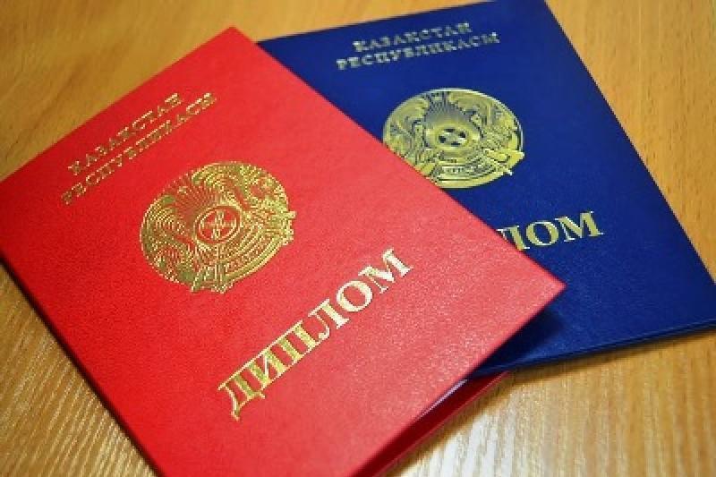 Колледжи Павлодара и Аксу уличили в нарушениях при выдаче документов