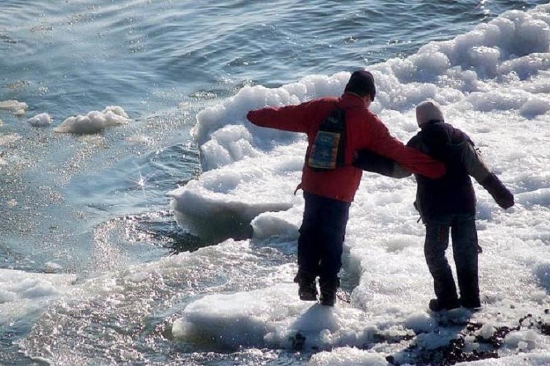 Со льда на Иртыше спасатели сняли 9 детей