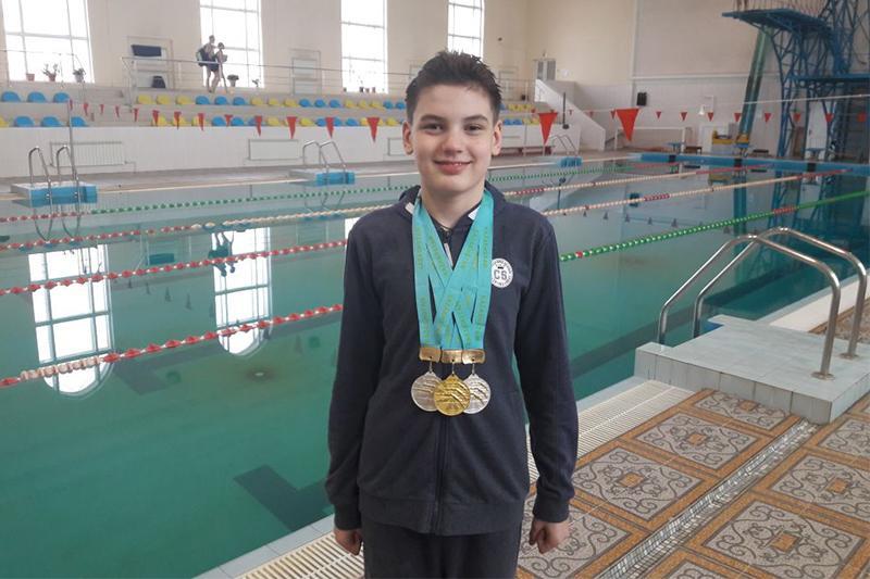 Павлодарец завоевал три медали на чемпионате РК по плаванию среди инвалидов