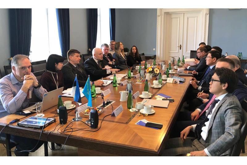 朱马哈利耶夫率团访问爱沙尼亚共和国