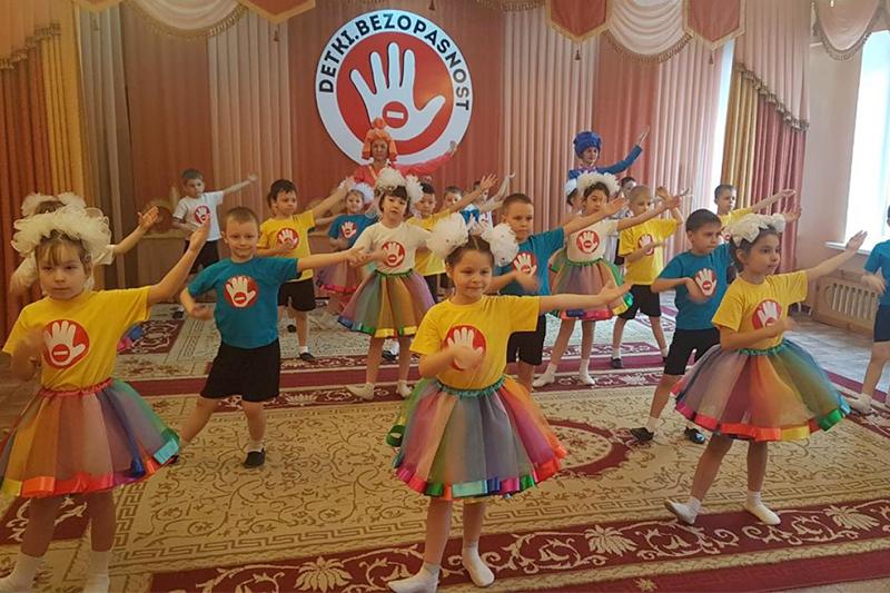 Многодетным семьям в Павлодаре бесплатно поставят блокираторы на окна от выпадения детей