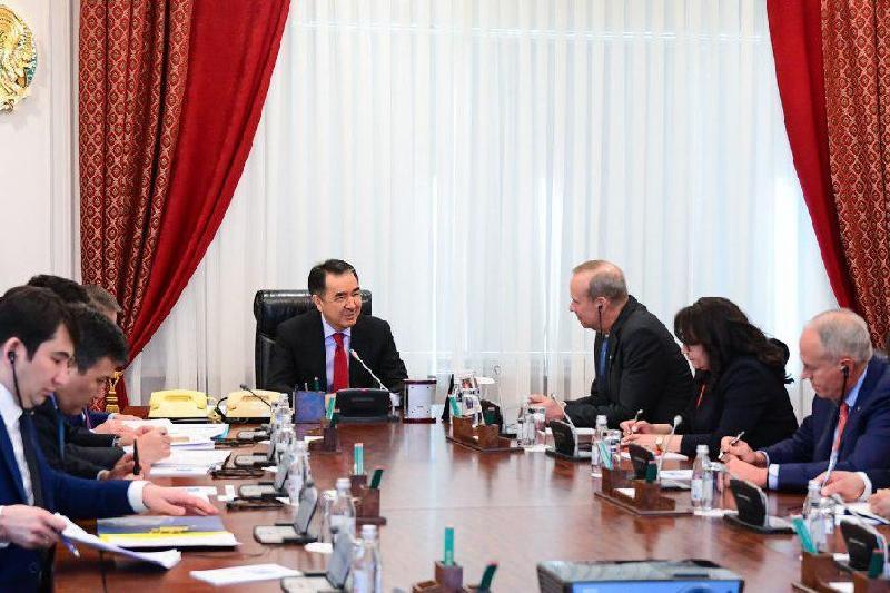 萨金塔耶夫会见美国雪佛龙公司董事会主席
