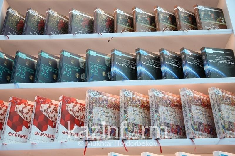 Перевод зарубежных учебников на казахский язык прокомментировал эксперт