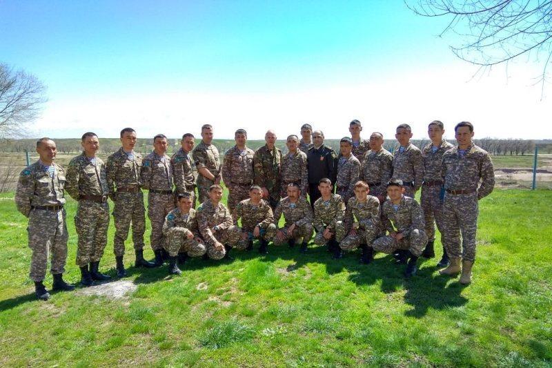 哈萨克斯坦伞兵部队同北约代表举行联合培训