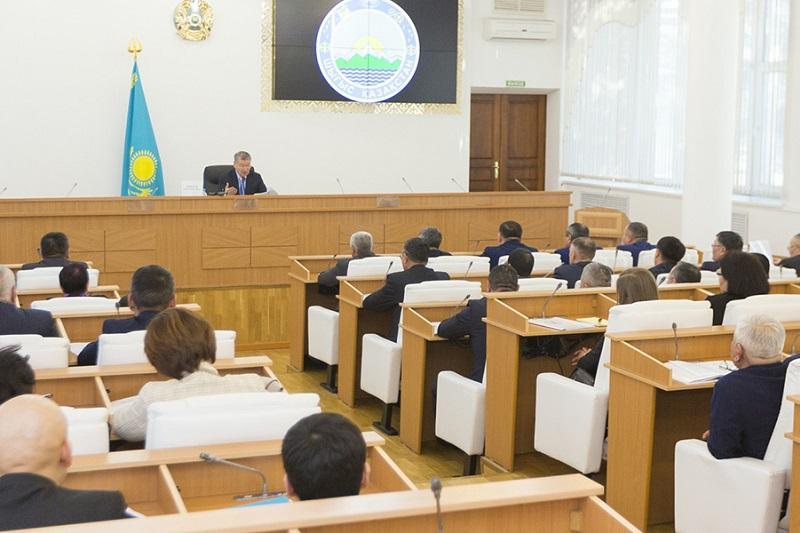 Алик Шпекбаев: Даниал Ахметов - первый аким, который преподает госслужащим