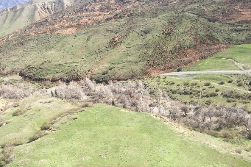Обводную дорогу к Кольсайским озерам построили в Алматинской области