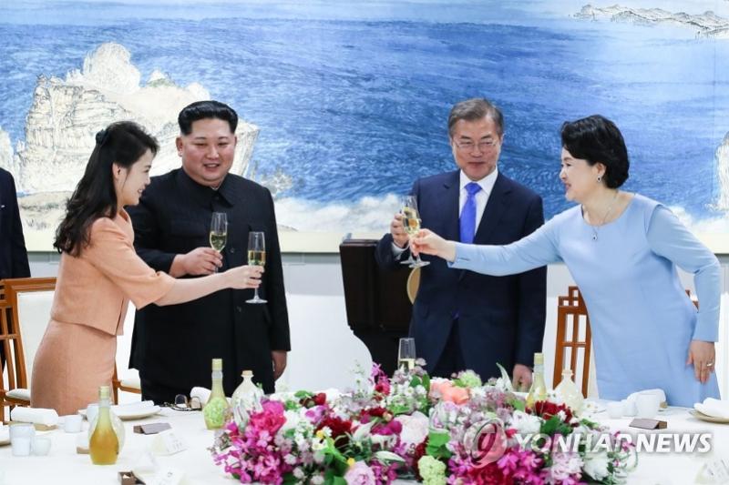 Саммит глав Республики Корея и КНДР запомнился встречей первых леди