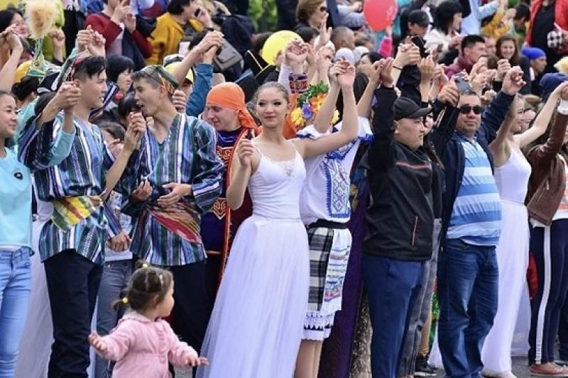 Жители Шымкента поучаствовали в акции «Цепочка единства»