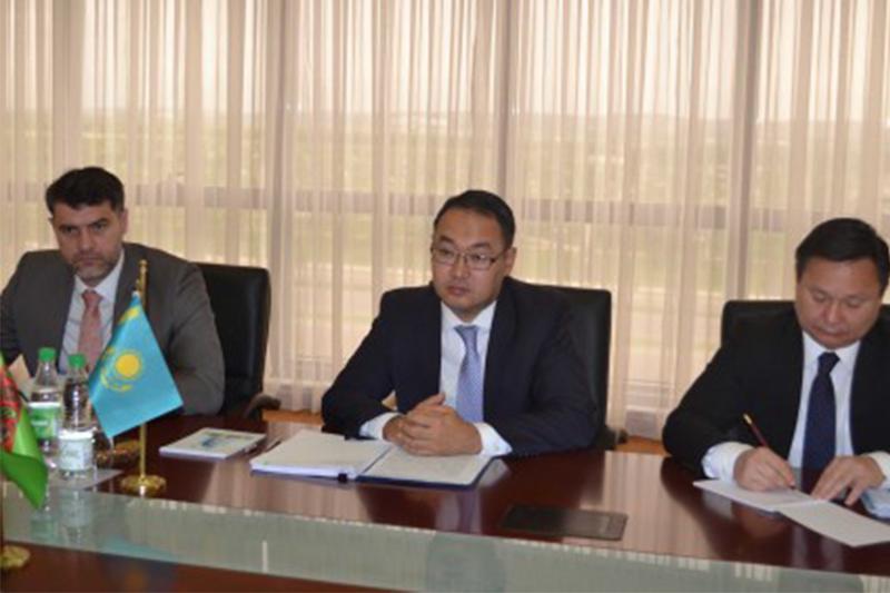 Kazakhstan, Turkmenistan debate bilateral coop issues