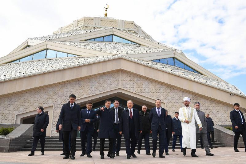 Елбасы Астанадағы жаңа мешітке барды