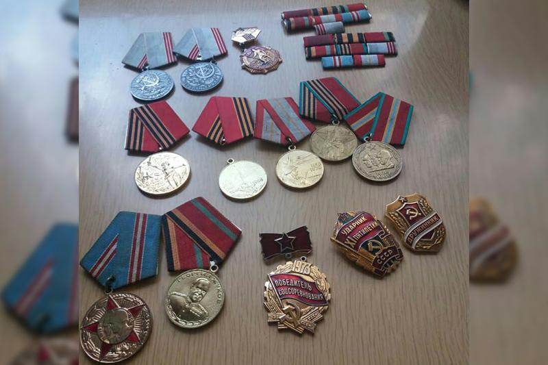 Павлодарда қоқыс жәшігінен ардагерлердің 15 медалі табылды
