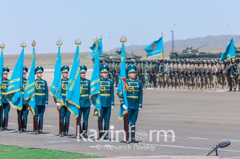Боевой парад проходит на территории 40-ой военной базы «Отар»