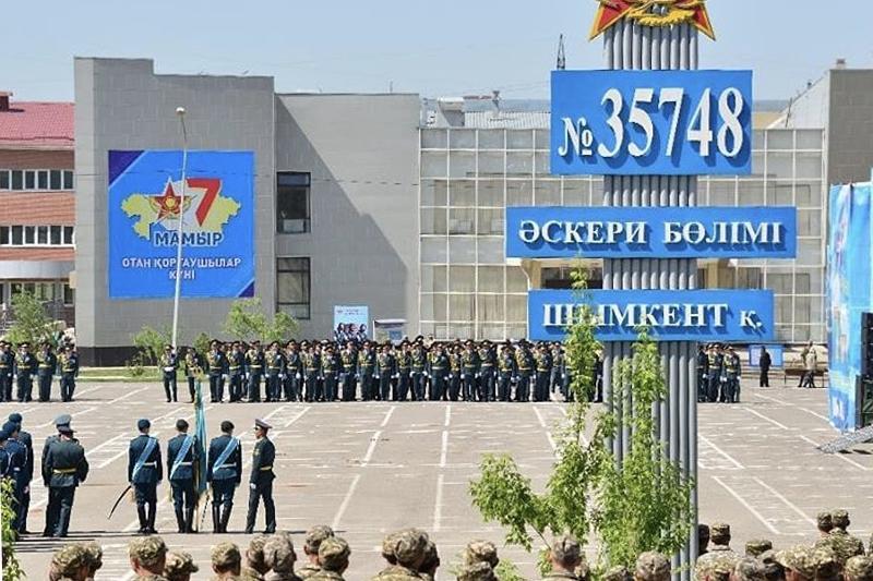 В Шымкенте прошёл военный парад
