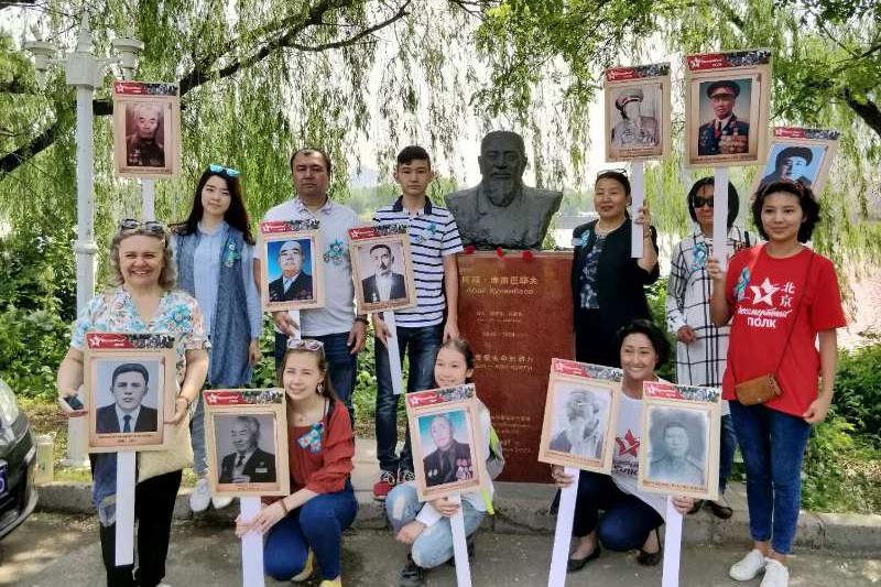 哈萨克斯坦公民在北京纪念胜利日