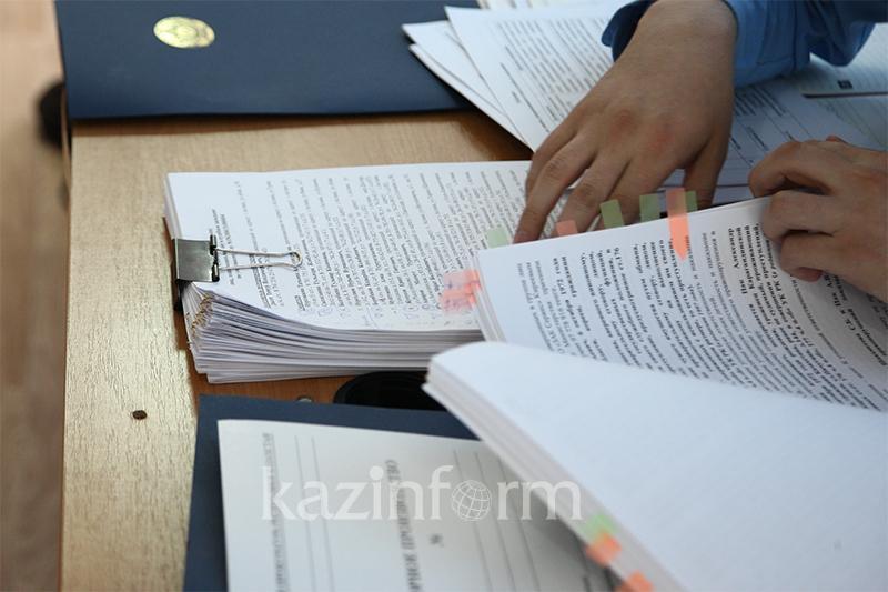 В коррупции уличили фискалы Шымкента своего сотрудника