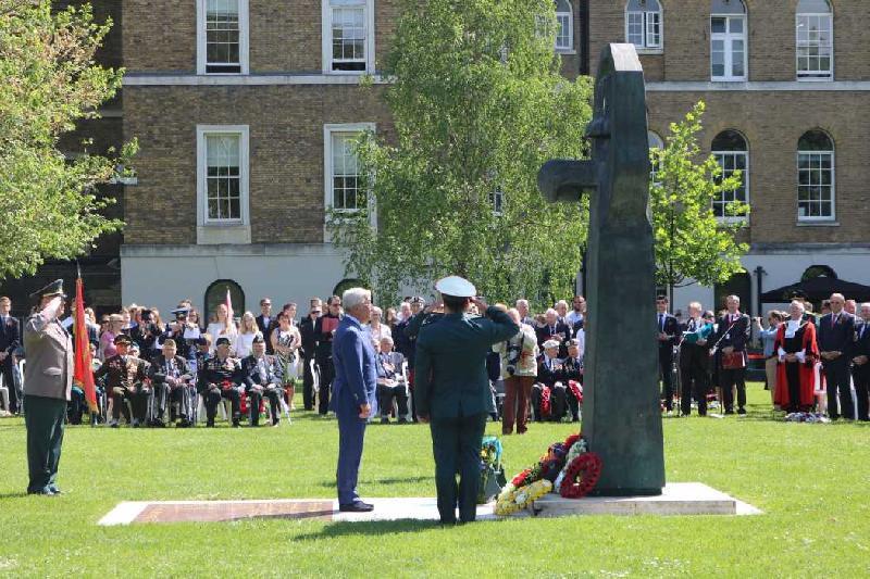 哈萨克斯坦驻英国大使出席二战胜利纪念活动