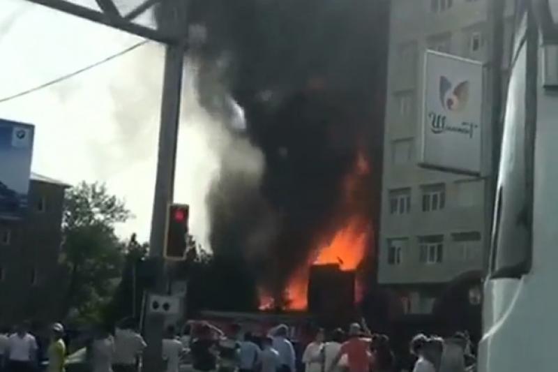 В центре Шымкента горит кафе