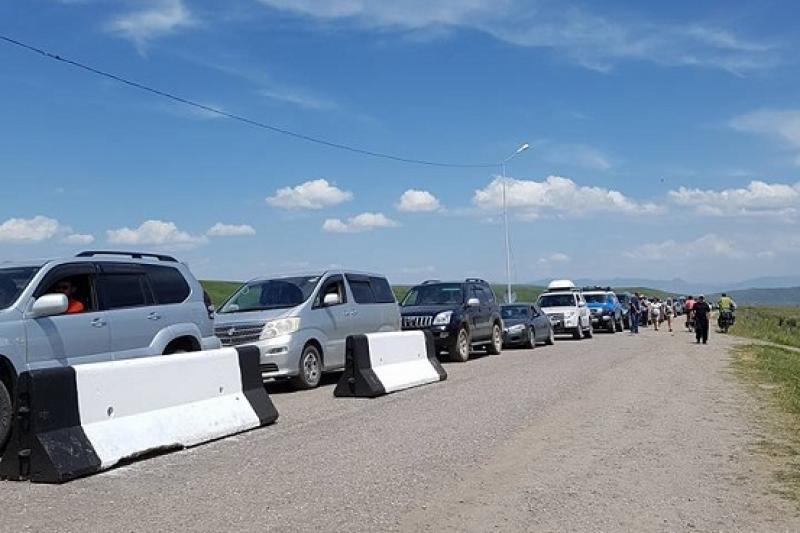 На кыргызско-казахстанской границе пресекли ввоз 1,5 тонн контрабандных ГСМ