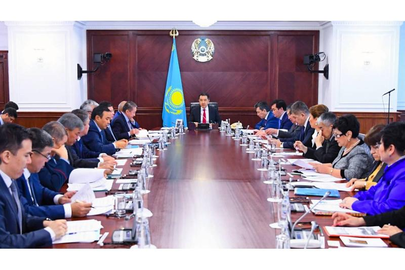 Kazakh PM chairs session on transition to green economy