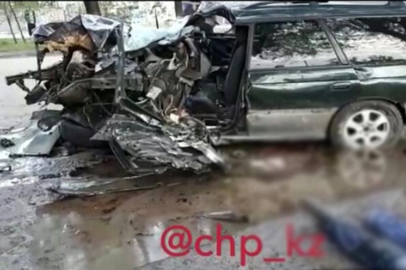 Два человека погибли в ДТП в Алматы