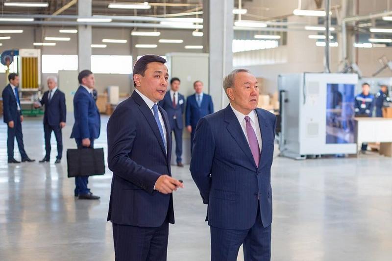 纳扎尔巴耶夫总统视察西哈州家具厂