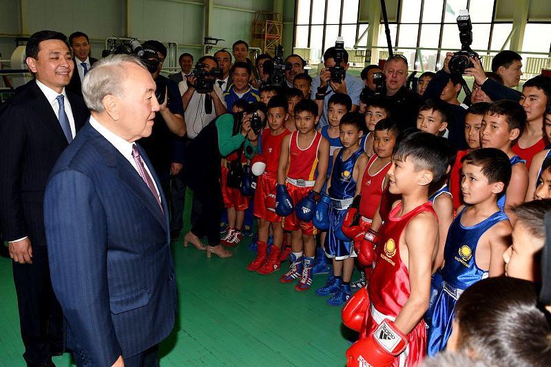 纳扎尔巴耶夫总统会见西哈州创新青年并送上美好祝福