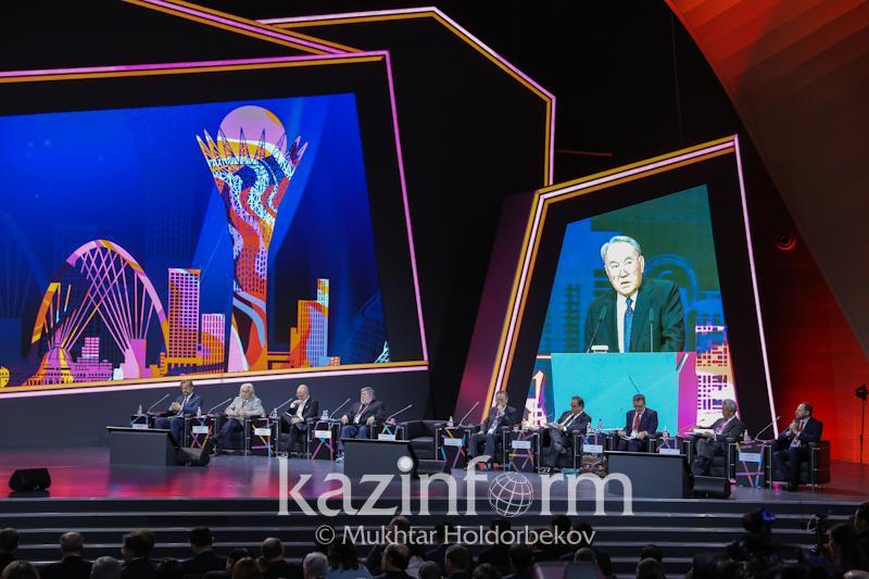 总统:哈萨克斯坦贫困率下降13倍