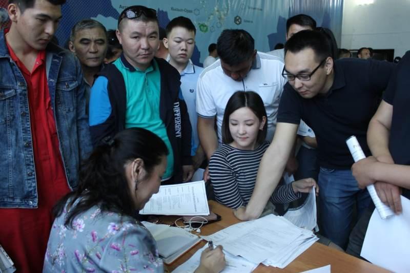 Более 2,5 тысяч человек приняли участие  в ярмарке вакансий в Атырау