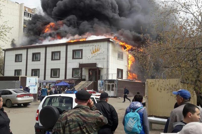 Названа причина крупного пожара в торговом доме в Кокшетау