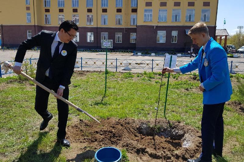Аллея выпускников появилась в Павлодаре