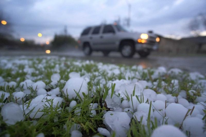 Караганду завалило градом, ожидается снег