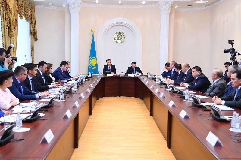 PM discusses new law on entrepreneurship with agrarians of Kostanay region