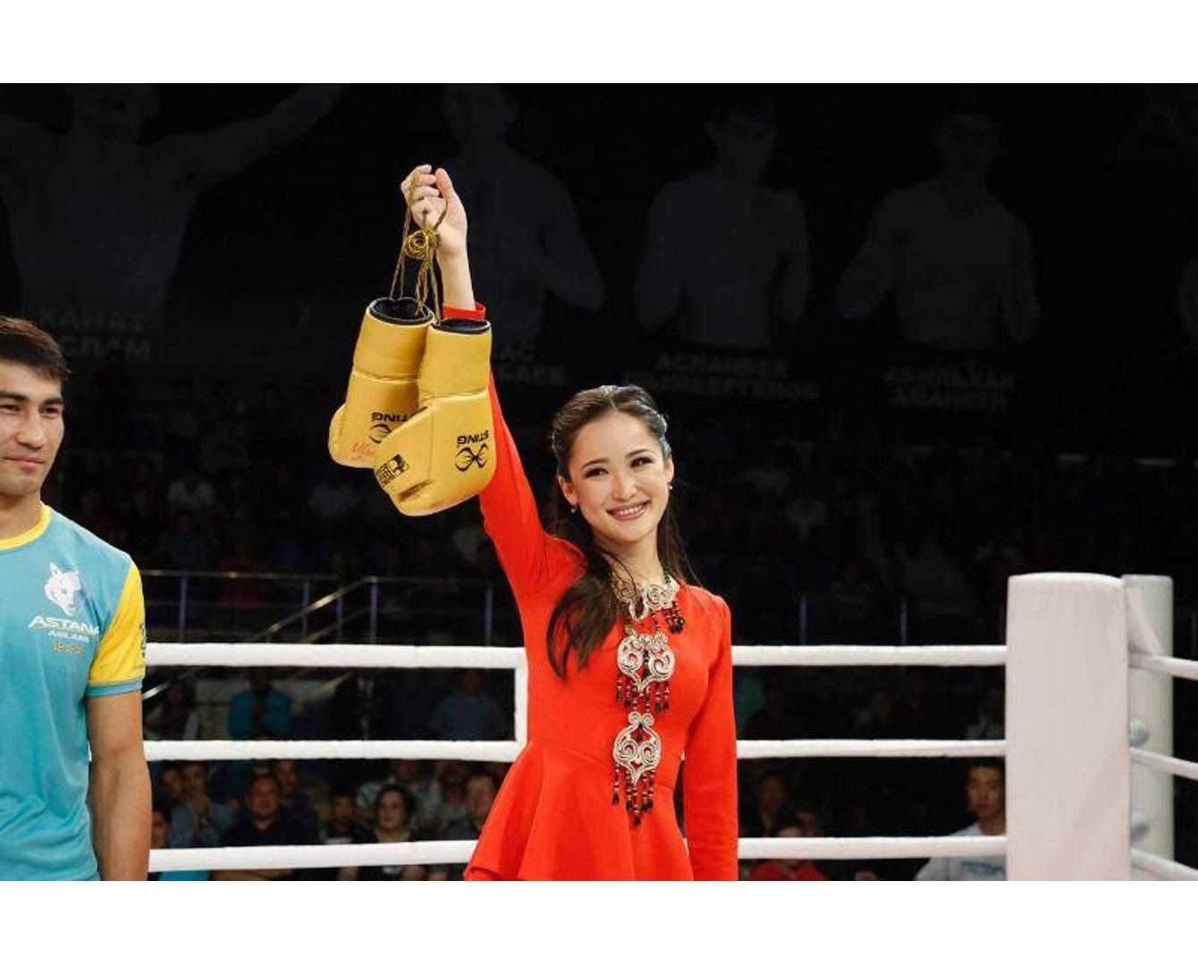 Мөлдір Әуелбекова аукционда қазақстандық боксшының қолғабын сатып алды