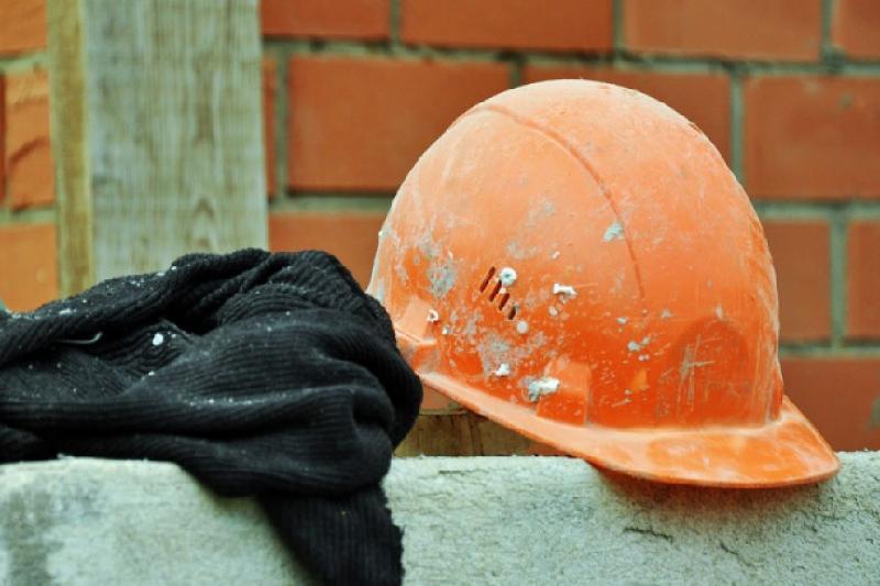 Петропавлда жұмысшы бетон араластырғышқа құлап кетті
