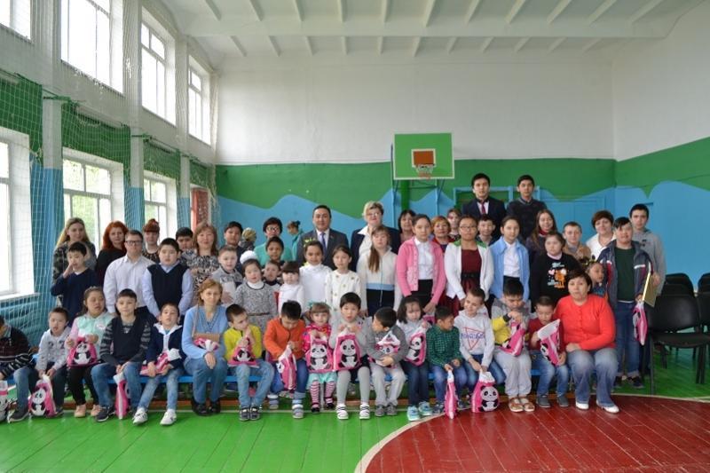 Бесплатные путевки в лагерь вручили нуждающимся детям в Акмолинской области