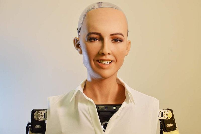 Роботизированный офис Казпочты открыла гиноид София