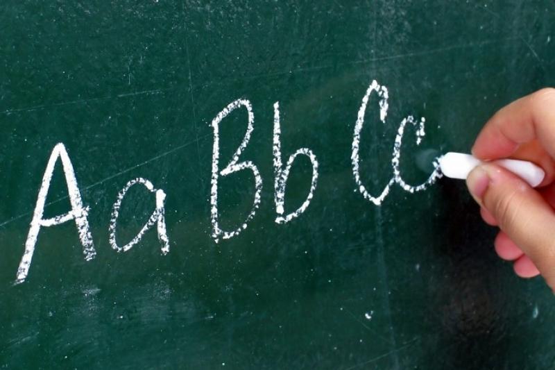 Школьникам Кыргызстана добавят часы на изучение иностранного языка