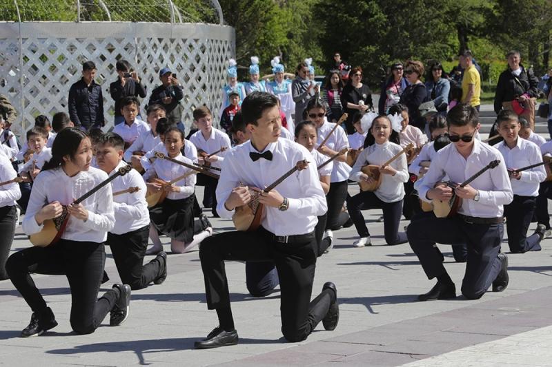 18 тысяч человек приняли участие в музыкальном параде в Карагандинской области