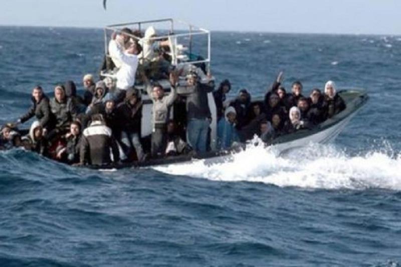 地中海两起搭载非法移民的船只倾覆事故致50多人死亡