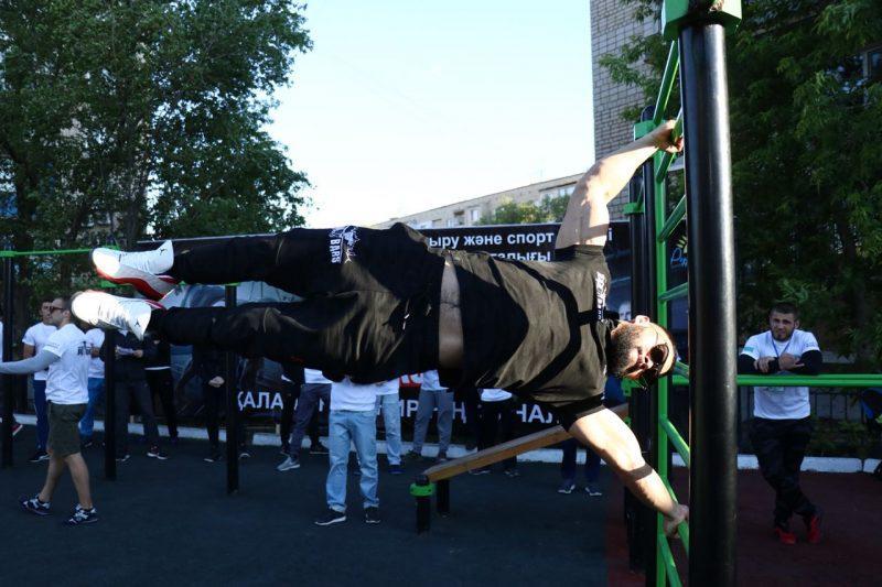 100 тысяч тенге получил победитель турнира по street workout в Атырау