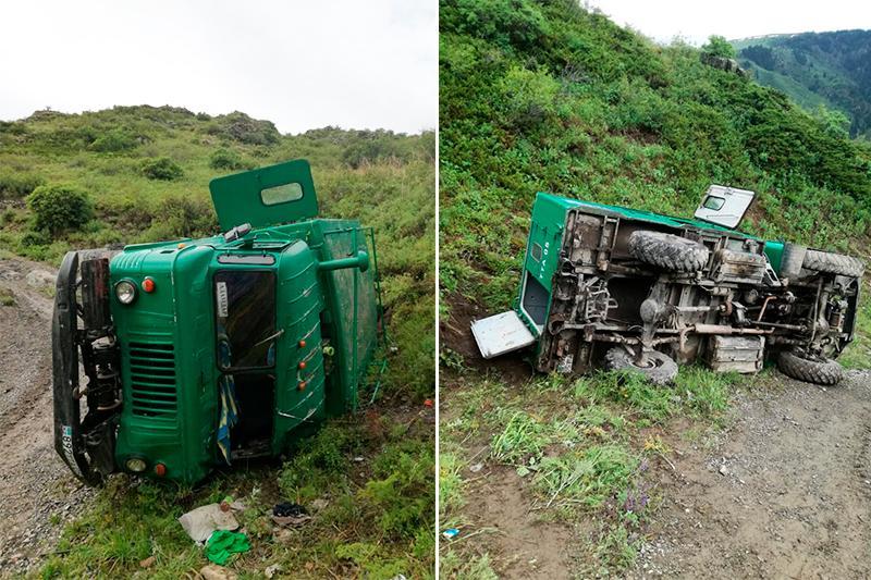 Автомашина с 12 туристами перевернулась в Алматинской области