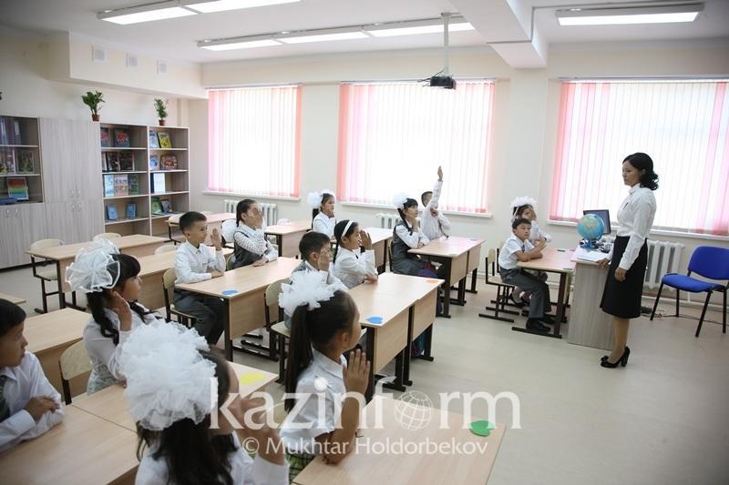 Школам Казахстана дадут выбор по преподаванию предметов на английском языке