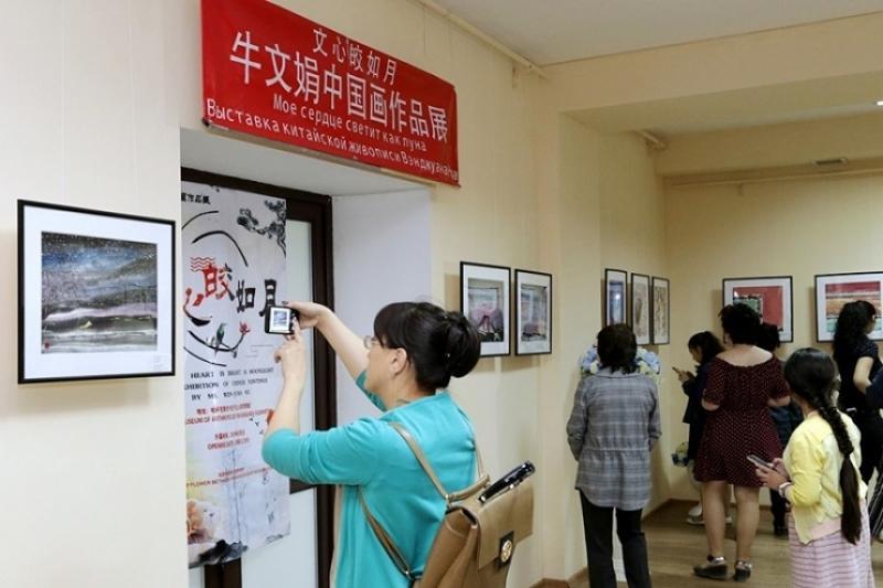 Выставка китайской живописи впервые проходит в Караганде