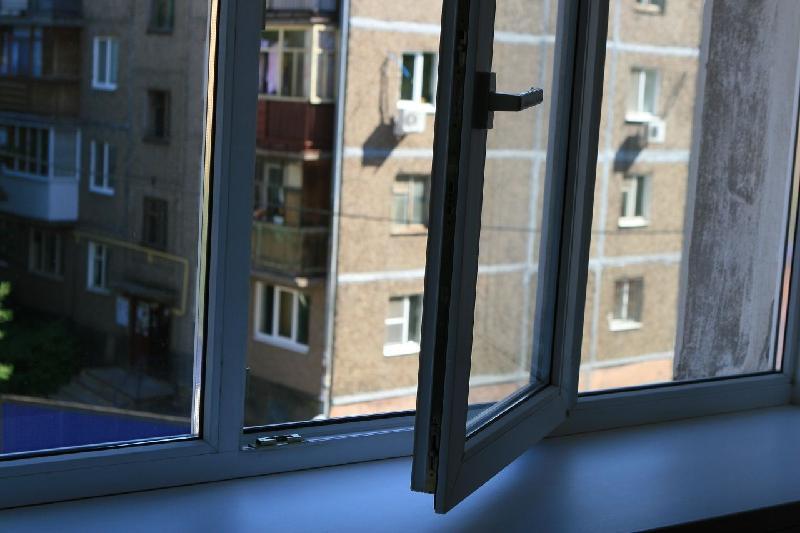 Семилетняя девочка выпала из окна 5 этажа в Туркестане